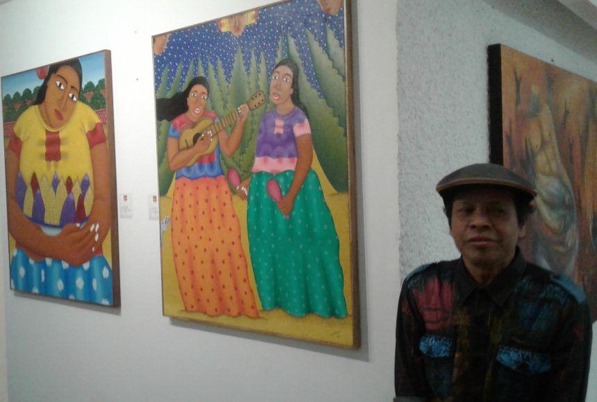 Los artistas posaron junto a su obra