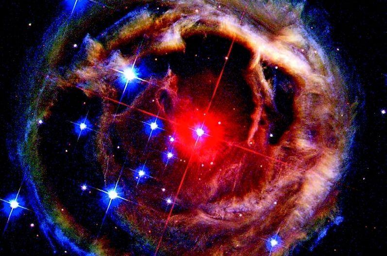 Ecos de luz producto de una estrella roja supergigante